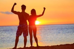 fit-couple-beach