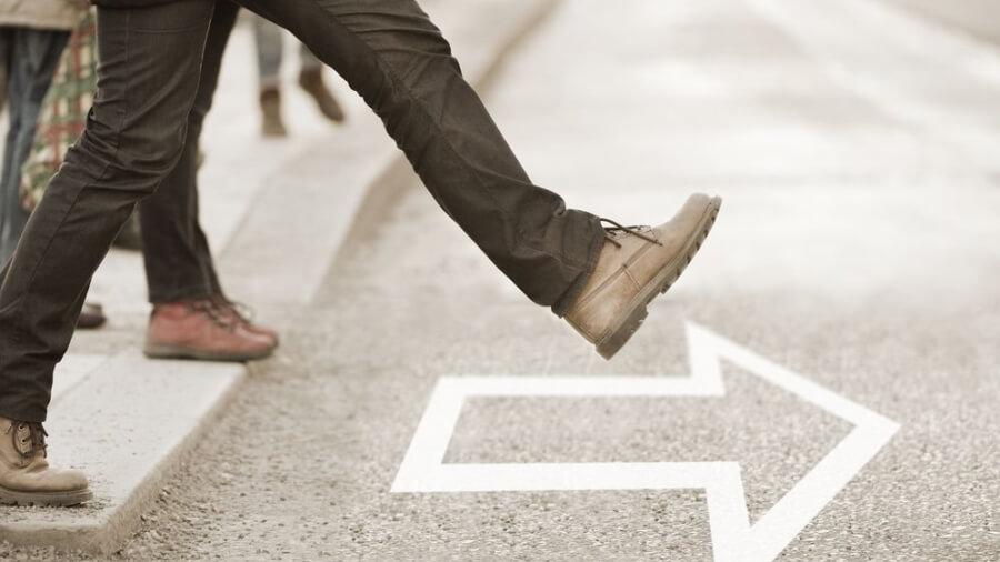 men-stepping-forward-arrow_1024x1024
