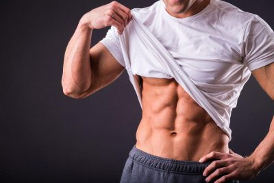 muscular-man-lifting-shirt-abs