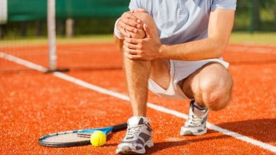 tennis-player-holding-knee_2048x2048