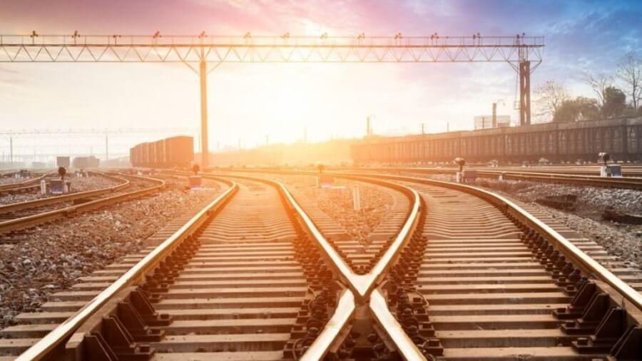 train-track-split_1024x1024-500x383@2x