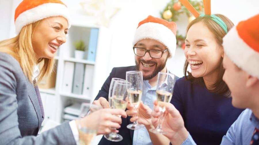 people-drinking-christmas-party