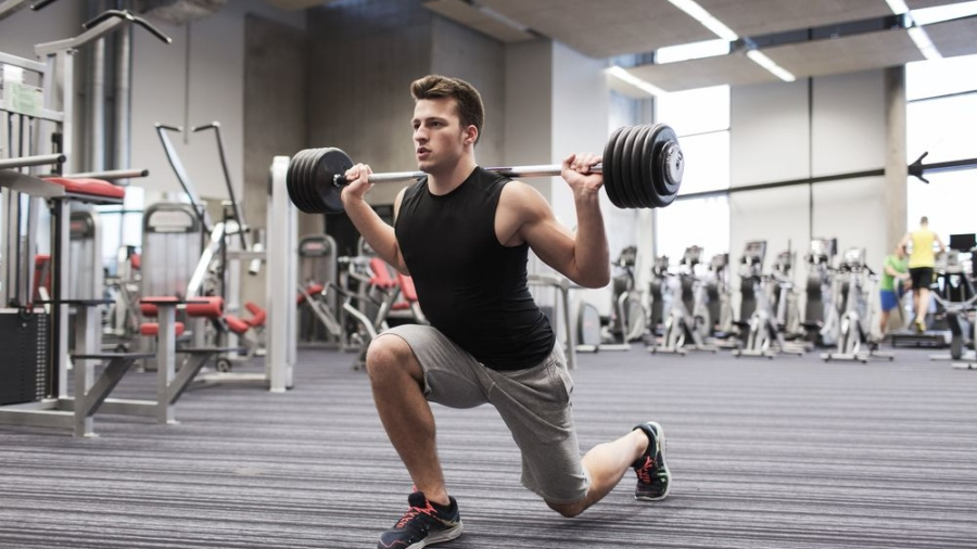 fit-guy-lunge-barbell