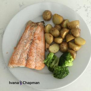 salmon-roasted-potatoes-broccoli