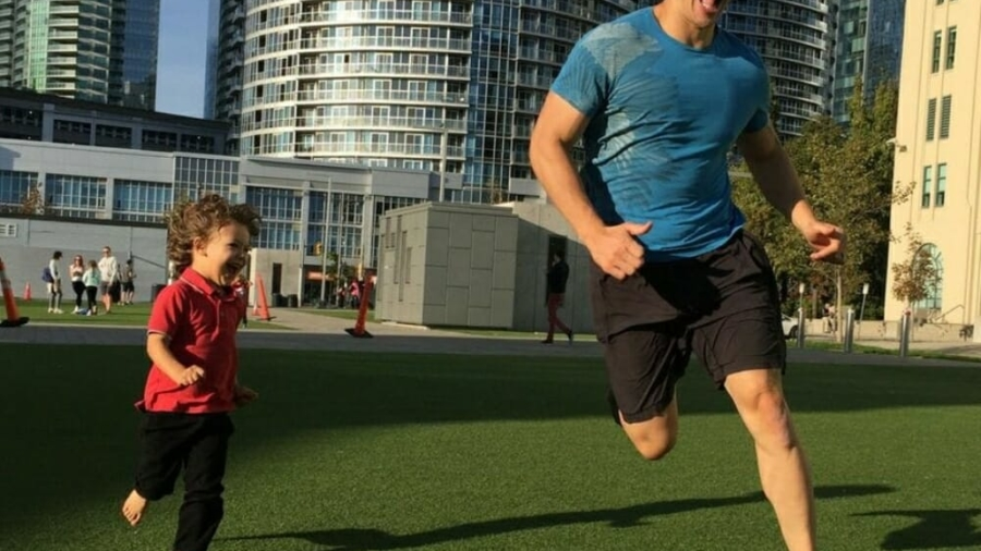dad-son-running-ivana-chapman-500x383@2x