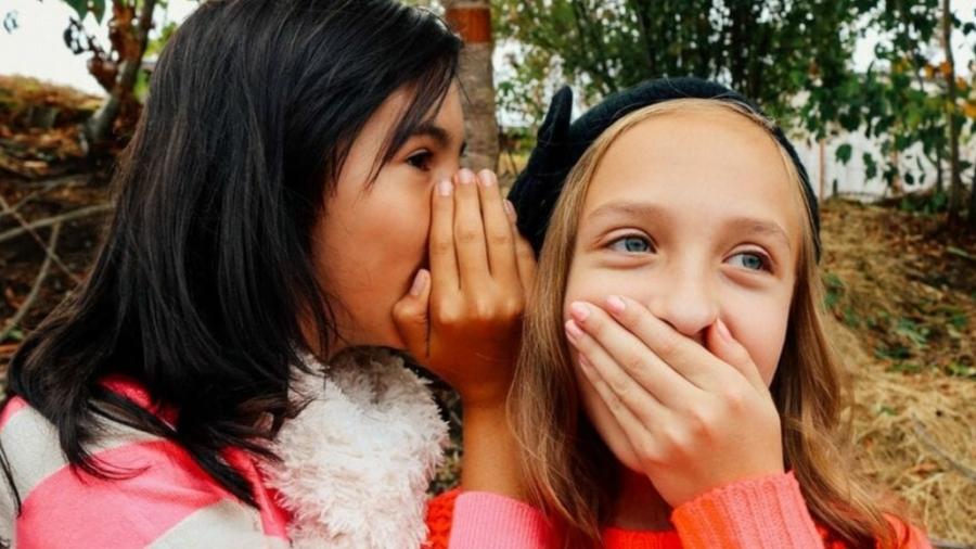 young-girls-talking-ivana-chapman-500x383@2x